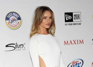 Rosie Huntington-Whiteley és Michael Bay a Maxim Hot100 party-ján 001