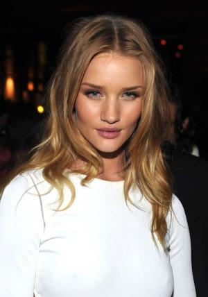 Rosie Huntington-Whiteley és Michael Bay a Maxim Hot100 party-ján 004
