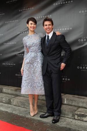 Tom Cruise és Olga Kurylenko együtt a Feledés moszkvai premierén